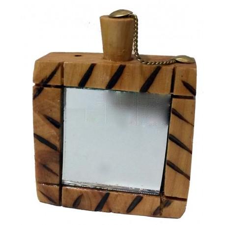 مكحلة خشبية بالمراة