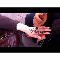 Siringa in plastica per tatuaggi con hennè